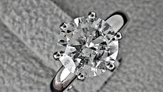 IGL 2.11 ct round diamond ring made of 14 kt white gold