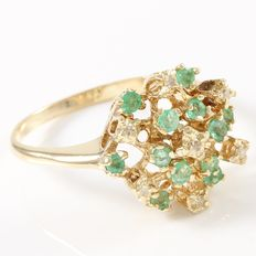 Estate 10kt Yellow Gold  Ring Set With Diamonds and Emerald