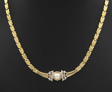 Yellow gold choker with Akoya pearl of 7.90 mm in diameter and zirconias