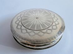 Silver Tin of peppermints with guilloche patterns, Utrecht, ca. 1870