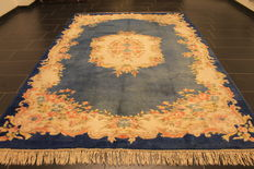 Beautiful hand-woven Oriental carpet round Indo China pattern 205 x 305cm made in India circa 1990