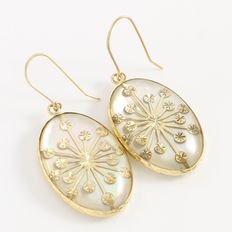 Estate 14kt Yellow Gold  Earrings with Mother of Pearl