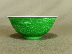 Remarkable, porcelain bowl with green glaze, marked Qianlong - China - around 1925 (Republic period).