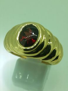 Gold ring with garnet - ring size 55.