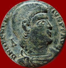 Roman Empire - Magnentius (350-353 AD). bronze maiorina (4,92g. 22mm.). Trier mint, 352 A.D. Victories holding shield in reverse. VOT-V-MVLT-X. TPR.