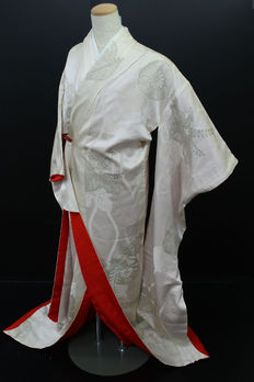 A special uchikake bridal kimono. surrounded by classic designs with embroidery - Japan - approx. 1940.