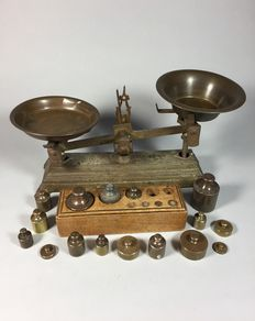 Cast iron balance scales with 16 weights - up to 2 kg - approx. 1900