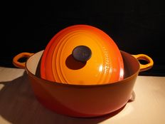 Beautiful oval cast iron enamelled pan by Le Creuset