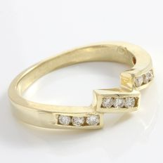 Estate 14kt Yellow Gold Ring  Set with Diamonds