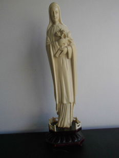 Saint Thérèse of Lisieux in ivory - unsigned, France - ca. 1900