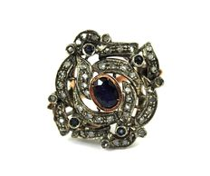 14 kt gold ring Central sapphire – Diamonds