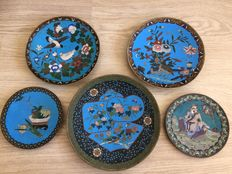 A collection of 5 cloisonne chargers - Japan - late 19th century (Meiji period)
