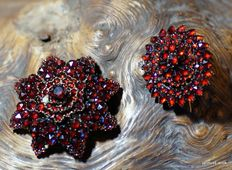 2 antique brooches with Bohemian garnet