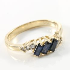 Estate 14kt Yellow Gold Ring  Set with Diamonds and Sapphires