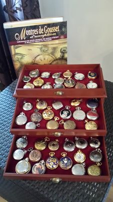 Hachette Collection of 46 different pocket watches in 1 luxurious box