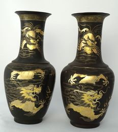 Two baluster shaped trumpet vases painted with gold five-clawed dragon and phoenix - China - ca. 1920.