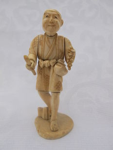 Ivory okimono of a man with a bunch of grapes – Japan – approx. 1900