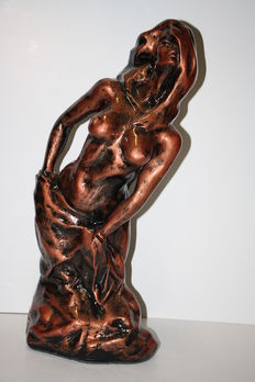 Sculpture; Naked young woman - 21st century