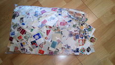 Old international stamps - Posts with approx. 15,000 items