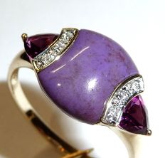 A 14 kt / 585 gold ring in mint condition with rhodolite diamonds and purple coloured stone (jade?)