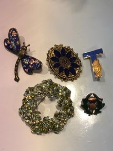 5x Vintage Collection of enamelled brooches - rare winnie the pooh brooch