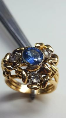 Gold ring with 1.5 ct sapphire and diamonds