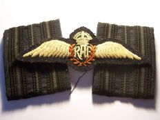 WW2 RAF OFFICER'S Pilot Wings Badge and Shoulder Boards