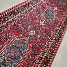 Beautiful Abadeh Persian runner – 325 x 75 – with certificate – great appearance!