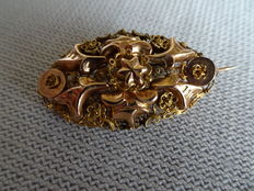 """Gold regional brooch from Zuid-Beveland folk costume ( the so-called """"borstzeuge"""", late 19th century- a rare brooch."""