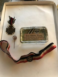 "Paperweight ""The Iron Cross"" -- hat ribbon with Iron Cross -- horseman badge pin -- Honour Cross for combatants"