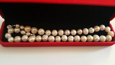Beautiful Natural Cultured Freswater Pearl Necklace With Box