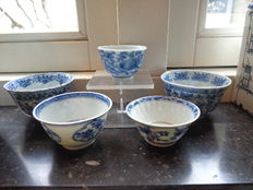 Porcelain tea bowls – China – Early 18th century (Kangxi period)