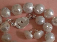 Kasumi pearl necklace and earrings