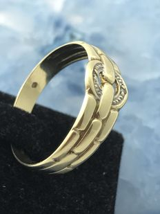 A gold ring with a small diamond, 14 kt