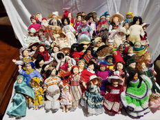 Lot of 75 dolls in very good condition