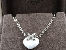 "Chaumet – Necklace and heart ""link"" pendant made of 18 kt white gold, ceramic and diamonds"