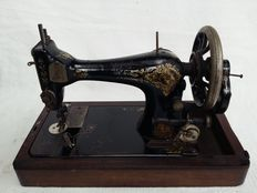 Antique sewing machine, Singer Manufacturing Company-28 k-Clydebank, Scotland, 1914