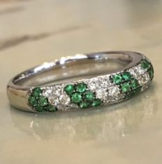 14 kt white gold pave ring with diamodns and tsavorite - approx. 0.85 ct, Ring size:  16.50 mm-16.75 mm