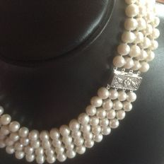 Necklace made with knotted white freshwater cultured pearls, attached to a silver clasp – marked 925k