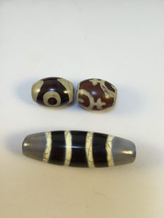 Three agate beads - China - late 20th century