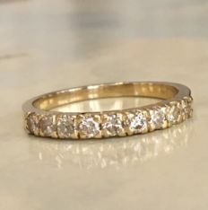 Yellow, 18 kt gold, women's ring with approx. 0.50 ct of brilliant cut diamonds, J/VS/SI in total, ring size: Ring size: 17.50 mm.