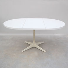 COR – Vintage dining room table with expandable tabletop