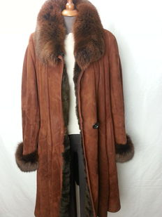 Brown sheepskin, fox collar
