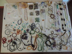Large collection of vintage jewellery and jewels with natural stones (some in 925 Silver).