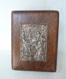 Antique case with the descent from the cross in silver