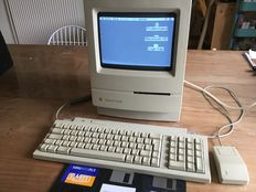 Apple Macintosh Classic M0420 with keyboard, mouse