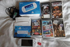 Sony PSP street in box with manual charger 5 games o.a Grand theft auto and white knight cronicles