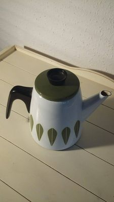 Grete Prytz Kittelsen & Anne Clausen for Cathrineholm – enamel coffee pot in the classic 'lotus' pattern