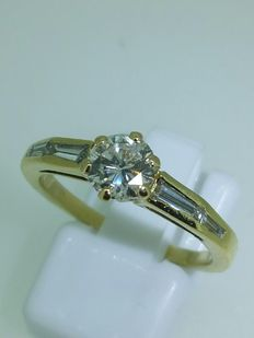 Ring in 18 kt yellow gold with a 0.65 ct diamond - size 55