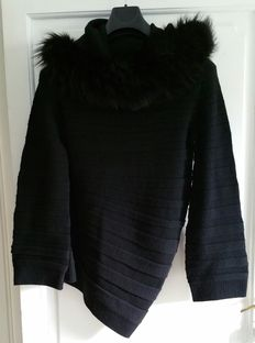 Hermès 2013 – Large black dress in cashmere and fox fur